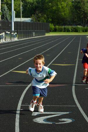 Boy Running op Track