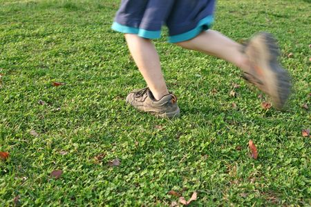 enfant qui court: Child Running