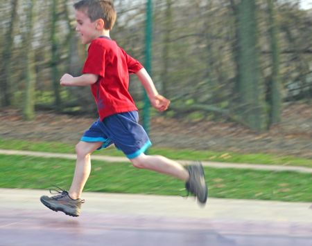 enfant qui court: Child Running  Banque d'images