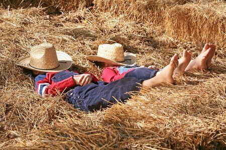 Los agricultores dormido en el Hay