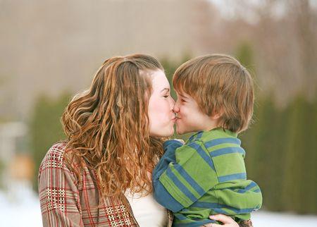 兄と妹のキス
