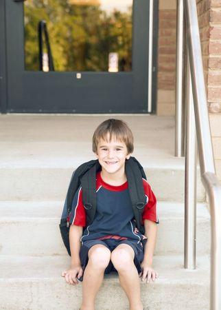 ni�os saliendo de la escuela: Boy ir a la escuela