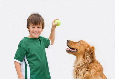 Petit garçon jouant Fetch avec son chien Banque d'images - 3261514