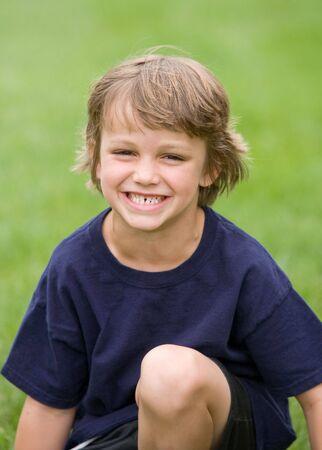 어린 소년 웃음