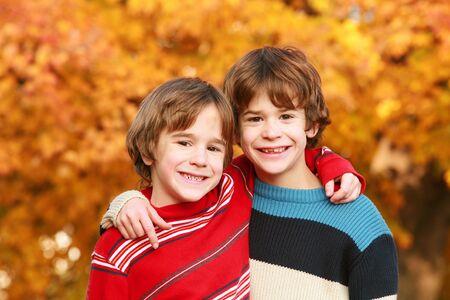 Les garçons à l'automne Banque d'images - 3336913
