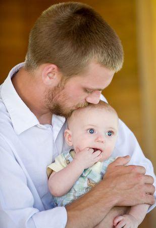 Kissing Vater Sohn  Standard-Bild - 3350243