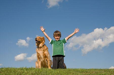 Garçon avec un chien dans le ciel Banque d'images - 3528839