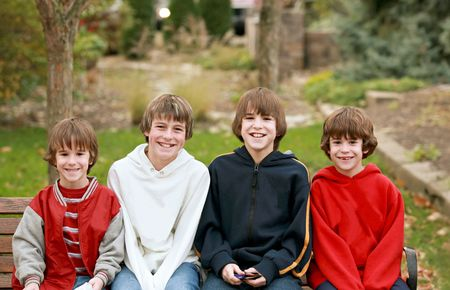 Quatre garçons sourire  Banque d'images - 3551213