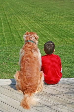 Junge und sein Hund Standard-Bild - 4052452