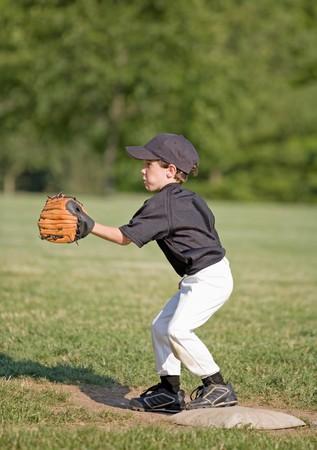 Little Boy Spielen First Base Standard-Bild - 4126999