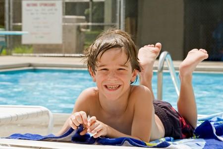 Little Boy Having Fun at the Pool Banco de Imagens - 4143194