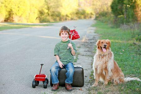 집에서 멀리 여행하는 소년