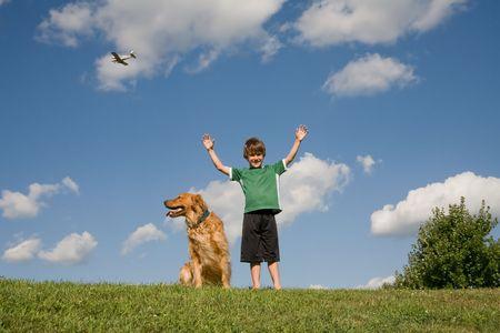 Boy Anhebung Waffen Standard-Bild - 4661841