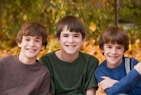 3 人の兄弟 写真素材