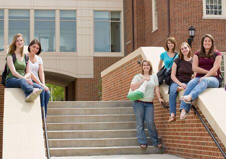 Group of college Girls on Campus  版權商用圖片
