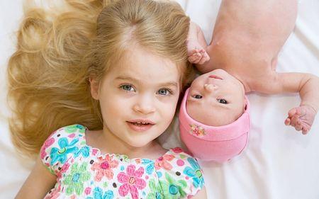 Schwestern  Standard-Bild - 7306173