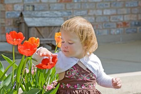 Little Girl Sitting Outside Banco de Imagens