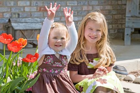 Schwestern zu Hause  Standard-Bild - 7447815