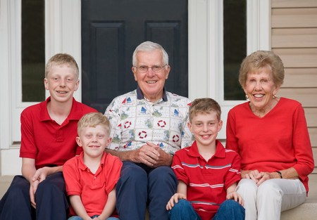 Großeltern mit Ihre Enkel  Standard-Bild - 7523367