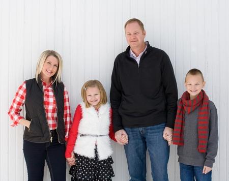 Glückliche Familie zu Weihnachten Standard-Bild - 24515549