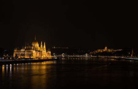 parliament building: View of Hungarian Parliament Building, Royal Palace and Danube river from Margit bridge at night