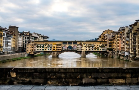 ponte vecchio: Perspective view of Old Ponte Vecchio Bridge on dull day, Florence, Tuscany region, Italy