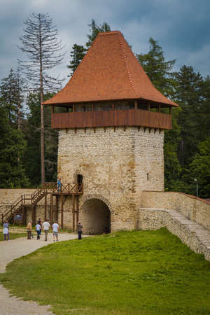 turn on: Turn in fortress Rasnov