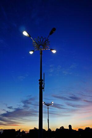 lampposts: farolas y la puesta del sol