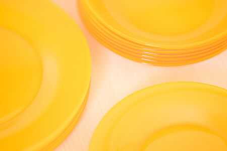 orange plates in a wooden box closeup, top view. 版權商用圖片