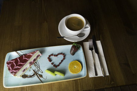 In carefully crafted serving tray cake and sweets Imagens - 121142505