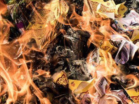 creer: quema de papel de plata y oro, es creer de chino