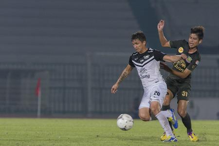 midfielder: BANGKOK ,THAILAND : October 15 : Anuwat Noychuenpan No.31 Midfielder of Army United ( Green ) Juliano Mineiro  (Brazil) No. 20 ( White) Midfielder of Chonburi FC and Thailand national team players AT ARMY Stadium ; inThai Premier League 2014  on 15 Octobe