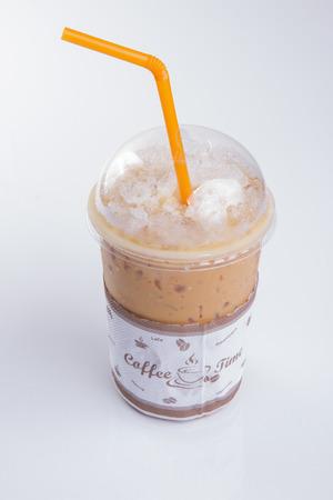 té helado: Helado de té en el fondo blanco.