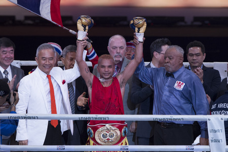 riel: BANGKOK,THAILAND:JUNE 2015:Amnat Ruenroeng Championship IBF Thailand vs John Riel Reponte Casimero  Challenger Philippines at Hua Mark Indoor Stadium on 27 june2015,Bangkok Thailand. Editorial