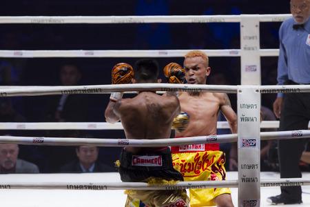 riel: BANGKOK,THAILAND:JUNE 2015:Amnat Ruenroeng Championship IBF Thailand vs John Riel Reponte Casimero  Challenger Philippines at Hua Mark Indoor Stadium on 27 june2015,Bangkok Thailand. Editorial