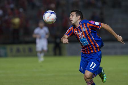 pat: BANGKOK,THAILAND:JUNE 2015:MF. GorkaJose Unda Velasco No.17;PORT F.C.OBvs Nakhon Ratchasima Mazda F.C.Wat PAT Stadium;inThai Premier League on15July2015,Bangkok Thailand.