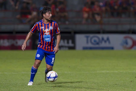 pat: BANGKOK,THAILAND:JUNE 2015:MF.Ratchanat No.6;PORT F.C.OBvs Nakhon Ratchasima Mazda F.C.Wat PAT Stadium;inThai Premier League on15July2015,Bangkok Thailand.