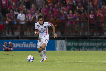 premierleague: BANGKOK,THAILAND:JUNE 2015:MF,Srawut No.36Thai;PORT F.C.OBvs Nakhon Ratchasima Mazda F.C.Wat PAT Stadium;inThai Premier League on15July2015,Bangkok Thailand. Editoriali