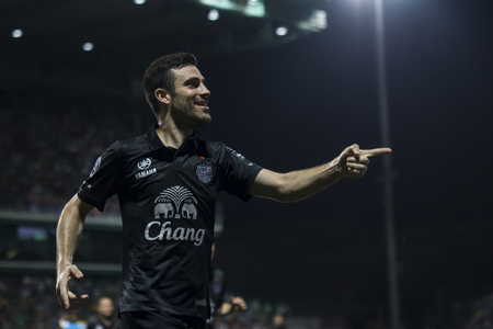 fa: BANGKOK,THAILAND:August 2015:Andres Jose Tunez Arceo of Buriram UTD during football Chang FA Cup round of 16 teams between BANGKOK GLASS FC and BURIRAM UNITED at LEO Stadium on August,12,2015inThailand.