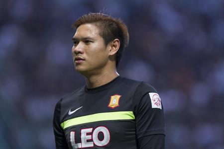 fa: BANGKOK,THAILAND:August 2015:Narit ThawikunGK of Bang kokgass fc  during football Chang FA Cup round of 16 teams between BANGKOK GLASS FC and BURIRAM UNITED at LEO Stadium on August,12,2015inThailand. Editorial