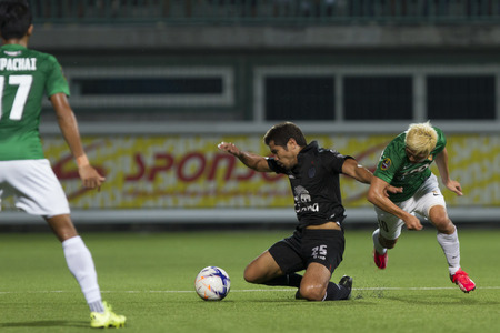 fa: BANGKOK,THAILAND:August 2015:Su-ri Su-kha of Buriram UTD during football Chang FA Cup round of 16 teams between BANGKOK GLASS FC and BURIRAM UNITED at LEO Stadium on August,12,2015inThailand.