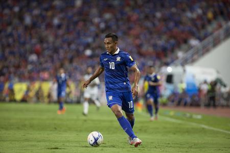 BANGKOK, THAILAND: September; 2015: Teerasil Dangda Player van Thailand tijdens de FIFA World Cup 2018 tussen THAILAND en IRAK in Rajamangala Stadium op 08,2015 maart in THAILAND. Redactioneel