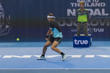 beholder: BANGKOK,THAILAND:October;2015:Rafael Nadal Spain in action tennis back to Thailand Nadal vs Djokovic Presentend by TRUE at Indoor Stadium Huamark on October,2,2015:Thailand.