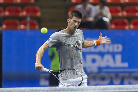 beholder: BANGKOK,THAILAND:October;2015:Novak Djokovic Serbia in action tennis back to Thailand Nadal vs Djokovic Presentend by TRUE at Indoor Stadium Huamark on October,2,2015:Thailand. Editorial