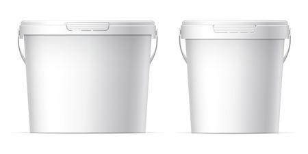 Bianco set secchio di plastica con coperchio bianco. Prodotto Confezione Per i prodotti alimentari, prodotti alimentari o vernici, adesivi, sigillanti, primer, stucco. Modello MockUp Per La Progettazione. Illustrazione vettoriale.