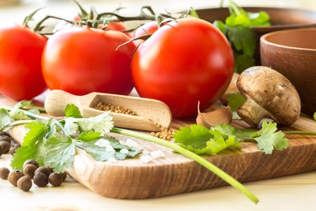 relish: Ingredients for cooking sauce. Sprig of tomatoes, parsley, garlic, mushrooms, pepper pots, mustard seeds.
