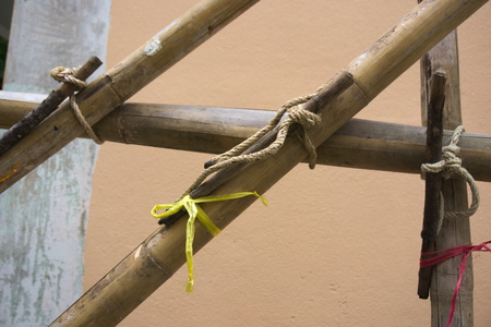 wrest: The scaffolding of bamboo lashed together with rope on the wrench.