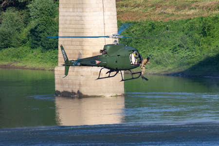 Hungarian Air Force Airbus Helicopters Eurocopter AS350 H125M Ecureuil 102 military helicopter drops a military diver into tisza river Éditoriale
