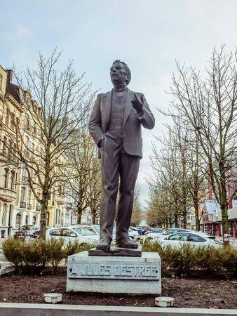 Charleroi, Belgique - 28 décembre 2019 : monument de la statue de Jules Destrée au Boulevard Audent 3, Wallonie. Jules Destrée était un homme politique belge, docteur en droit engagé dans la politique ouvrière belge