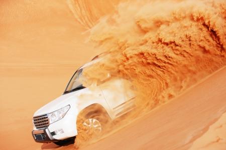pustynia: 4 przez 4 Dune Bashing jest popularnym sportem na arabskiej pustyni Zdjęcie Seryjne